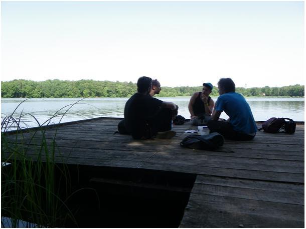 « assis sur un ponton avec une vue sur le magnifique lac, un cadre presque idyllique » © Gwendoline Bonin