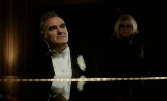 Morrissey et Nancy Sinatra dans le clip de World Peace (...)