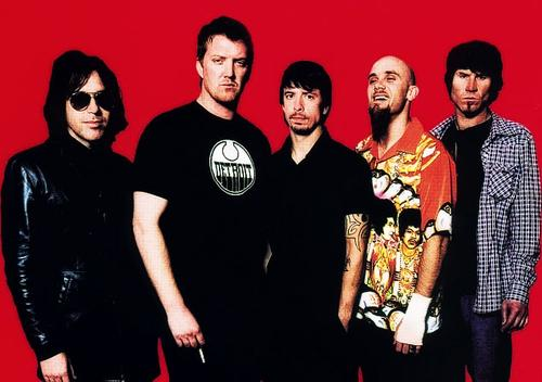 De gauche à droite : Troy Van Leeuwen, Josh Homme, Dave Grohl, Nick Oliveri et Mark Lanegan